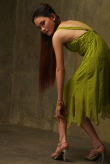 绿色连衣裙模特高清图片